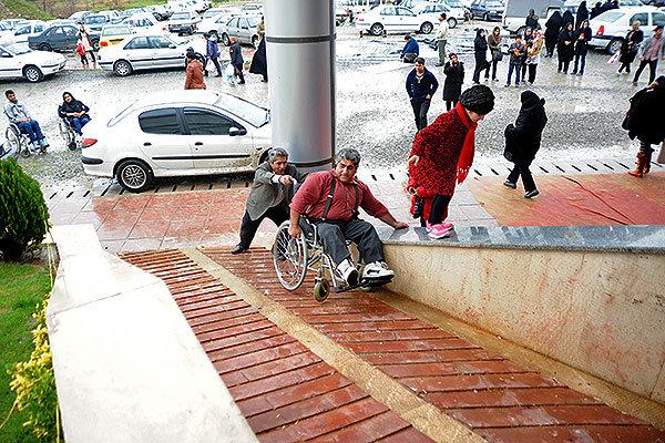 معلولین در زندگی روز مره ی خود باچه مشکلاتی دست وپنجه نرم می کنند؟